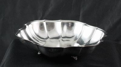 Silver, 11″ Scalloped