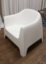 Lounge Chair – White Plastic