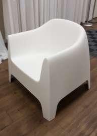 Lounge Chair – White Plastic